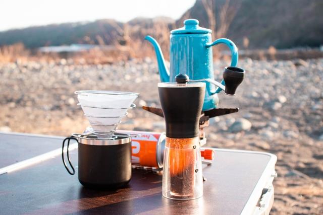キャンプに興味もって動画見てるんだけと、川の水沸かしてコーヒー飲んでたけどこれ普通なの??