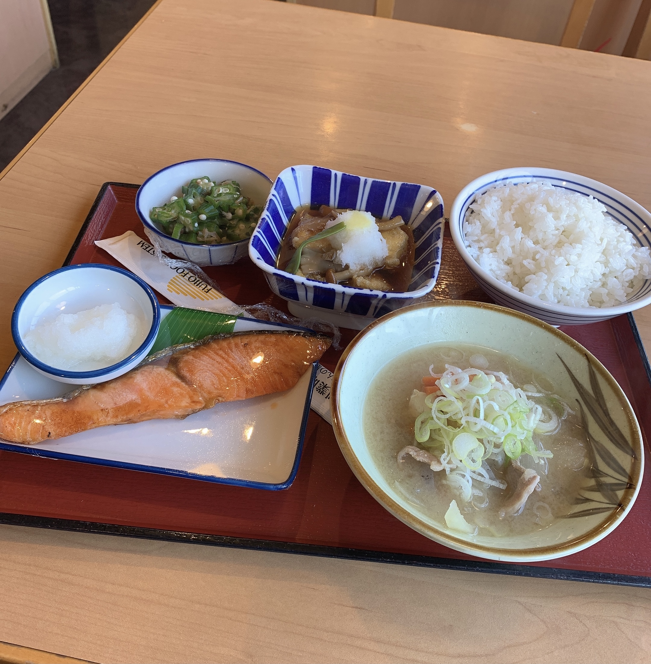 【写真】食堂に来た