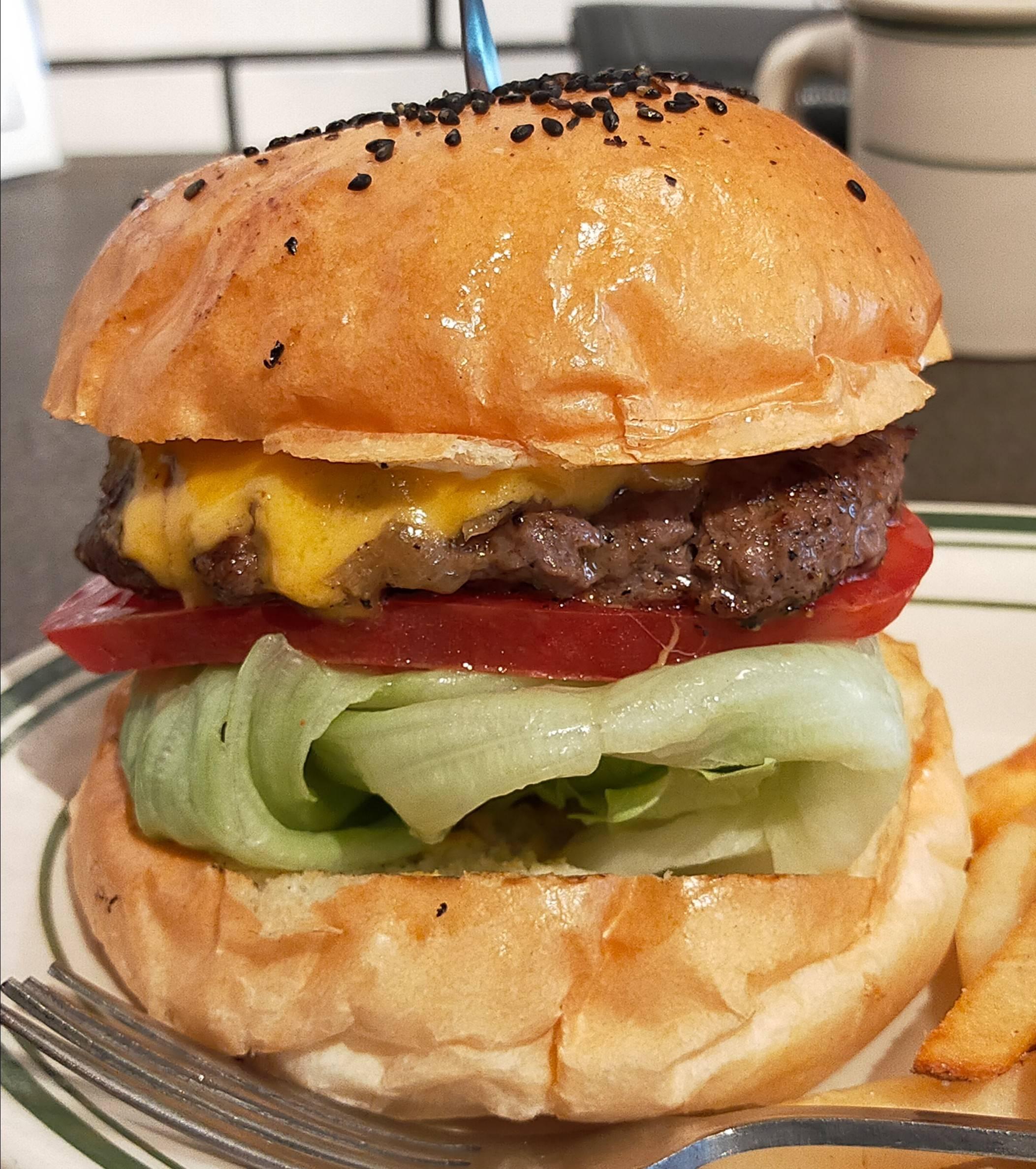 【画像有】このレベルの「チーズバーガー」に告白されたら付き合える?????