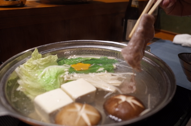 しゃぶしゃぶという食文化が日本でしか誕生しなかった理由とは?