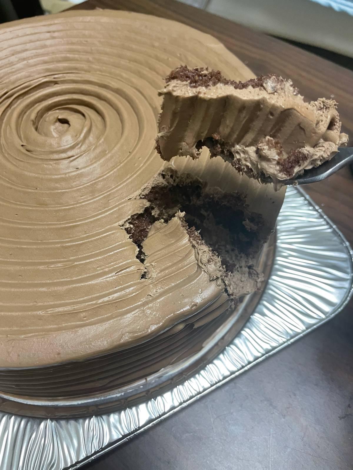 【画像有】でかいケーキ買ったから男一人で食う