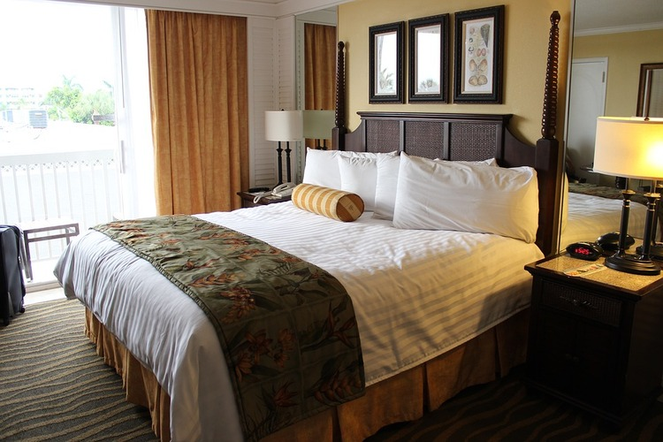 hotelroom-2205447_960_720