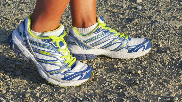 running-shoes-2661558_960_720